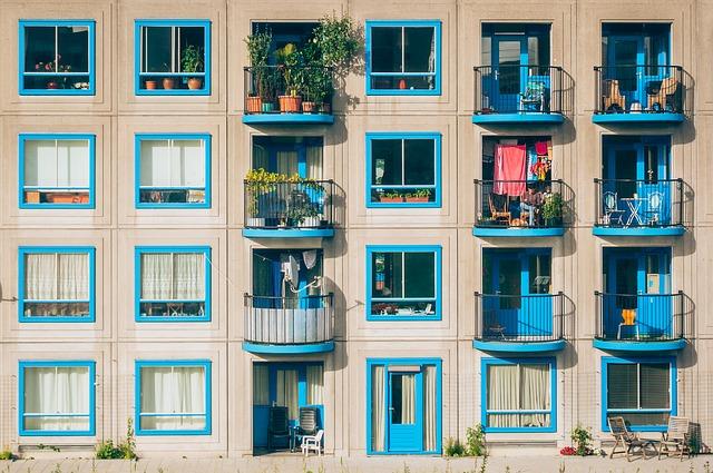Typowe mieszkanie w bloku na uboczu